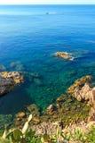 与调查se的天际和地中海的海视图 免版税库存图片