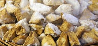 与豆腐三角形状的煮沸的猪肉球面条的在台北, 免版税库存照片