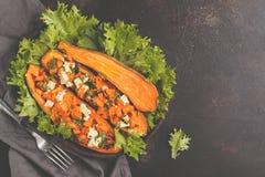 与豆腐和荷兰芹,顶视图,拷贝空间的被烘烤的白薯 免版税图库摄影
