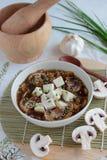 与豆腐和蘑菇的素食汤 免版税库存照片