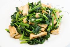 与豆腐的混乱油煎的菠菜 免版税库存照片