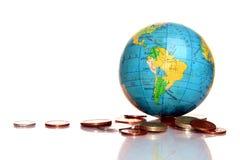 与货币的地球 免版税库存照片