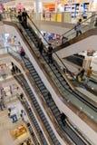 与购物人的楼梯间Selfridges百货商店的Lo 库存图片