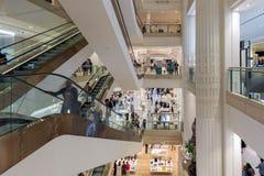 与购物人的楼梯间Selfridges百货商店的Lo 免版税图库摄影