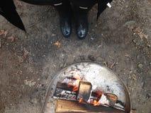 与起动的营火 库存图片