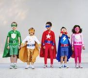 与超级大国概念的超级英雄孩子 免版税库存照片