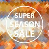 与超级季节销售文本的五颜六色的多色低多角形样式在白色圈子eps10 免版税库存图片