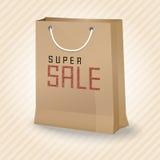 与超级销售的布朗购物的纸袋 免版税库存照片