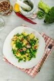 与超级绿色的健康sping的沙拉 免版税库存图片