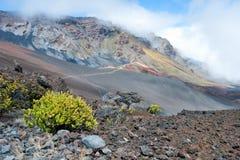 与足迹的Haleakala火山口在毛伊的Haleakala国家公园 库存图片