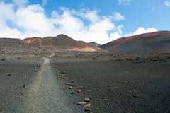 与足迹的Haleakala火山口在毛伊的Haleakala国家公园 免版税图库摄影