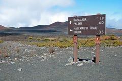与足迹的Haleakala火山口在毛伊的Haleakala国家公园 图库摄影