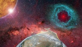 与路和行星地球的太空旅行滑稽的概念 免版税库存照片