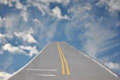与路的天空 免版税库存图片