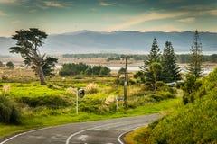 与路, Mahia半岛,东海岸,北岛,新西兰的沿海,农村风景场面 免版税库存图片