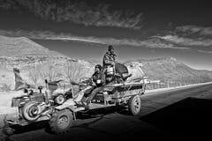 与车西藏的Ganchula山口 图库摄影
