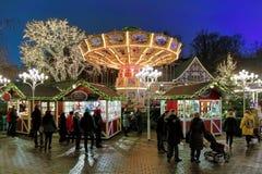 与转盘的圣诞节市场在Liseberg公园在哥特人,瑞典 库存照片