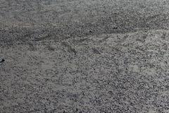 与轮子的踪影的新的沥青 免版税图库摄影