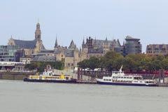 与轮渡和旅游游览小船的Het斯滕 免版税图库摄影