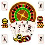 与轮盘赌的赌轮、纸牌和芯片的赌博娱乐场构成 库存图片