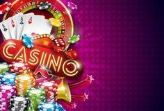 与轮盘赌的赌轮和使用的赌博娱乐场例证在紫罗兰色背景切削 与啤牌卡片的传染媒介赌博的设计 免版税图库摄影
