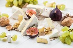 与软制乳酪乳酪片断的开胃菜快餐  库存图片