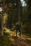 与轴和南瓜的秀丽在森林里 免版税库存照片