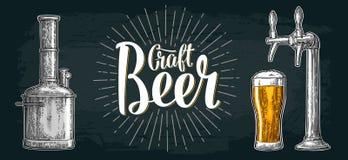 与轻拍、类、罐、瓶和坦克的啤酒集合从啤酒厂工厂 向量例证