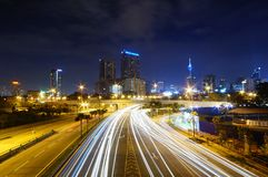 与轻的试验的城市视图 免版税库存图片