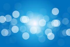 与辐形阳光的蓝色Bokeh背景在中心 向量例证