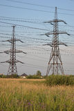 与输电线的夏天风景 库存照片