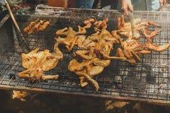 与辣椒盐,在竹管子,越南食物的米的烤鸡,在Buon唐附近, Dak Lak,越南 库存图片
