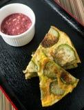 与辣椒酱的可口泰国茄子煎蛋卷 免版税图库摄影