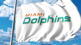 与迈阿密海豚专业队商标的挥动的旗子 4K社论夹子 向量例证