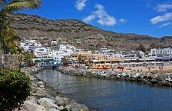 与运河的Puerto de MogA? ¡ n 免版税图库摄影