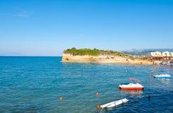 与运河D'Amou的著名小海湾的Sidary沙滩 corfu希腊海岛 免版税图库摄影