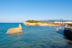 与运河D'Amou的著名小海湾的Sidary沙滩 corfu希腊 免版税库存照片