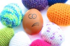 与迷茫的面孔的鸡蛋 免版税库存照片