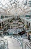 与透明屋顶的内部Stephen's绿色购物中心 免版税库存图片