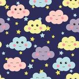 与逗人喜爱的云彩和星的逗人喜爱的无缝的样式 孩子的设计 也corel凹道例证向量 免版税库存照片