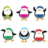 与逗人喜爱的五颜六色的企鹅的圣诞节例证适用于儿童Xmas贴纸集合和剪贴美术 库存图片