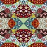 与逗人喜爱的动物、花和抽象样式的方形的补缀品地毯 免版税库存图片