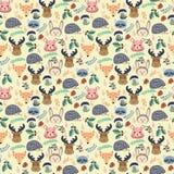 与逗人喜爱的动画片森林动物的样式在米黄背景 免版税库存图片