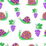 与逗人喜爱的动画片蜗牛和葡萄的无缝的样式 库存照片
