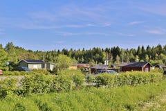 与逗人喜爱的小的村庄的殖民地庭院区域 库存图片