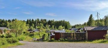 与逗人喜爱的小的村庄的殖民地庭院区域 免版税库存图片