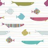 与逗人喜爱的手拉的鱼和条纹的无缝的样式 皇族释放例证