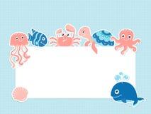 与逗人喜爱的海洋动物和文本空间的贺卡模板 免版税图库摄影