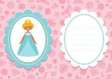与逗人喜爱的白肤金发的公主的桃红色生日贺卡 库存图片