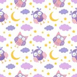 与逗人喜爱的睡觉猫头鹰、月亮、星和云彩的晚安无缝的样式 美梦背景 皇族释放例证